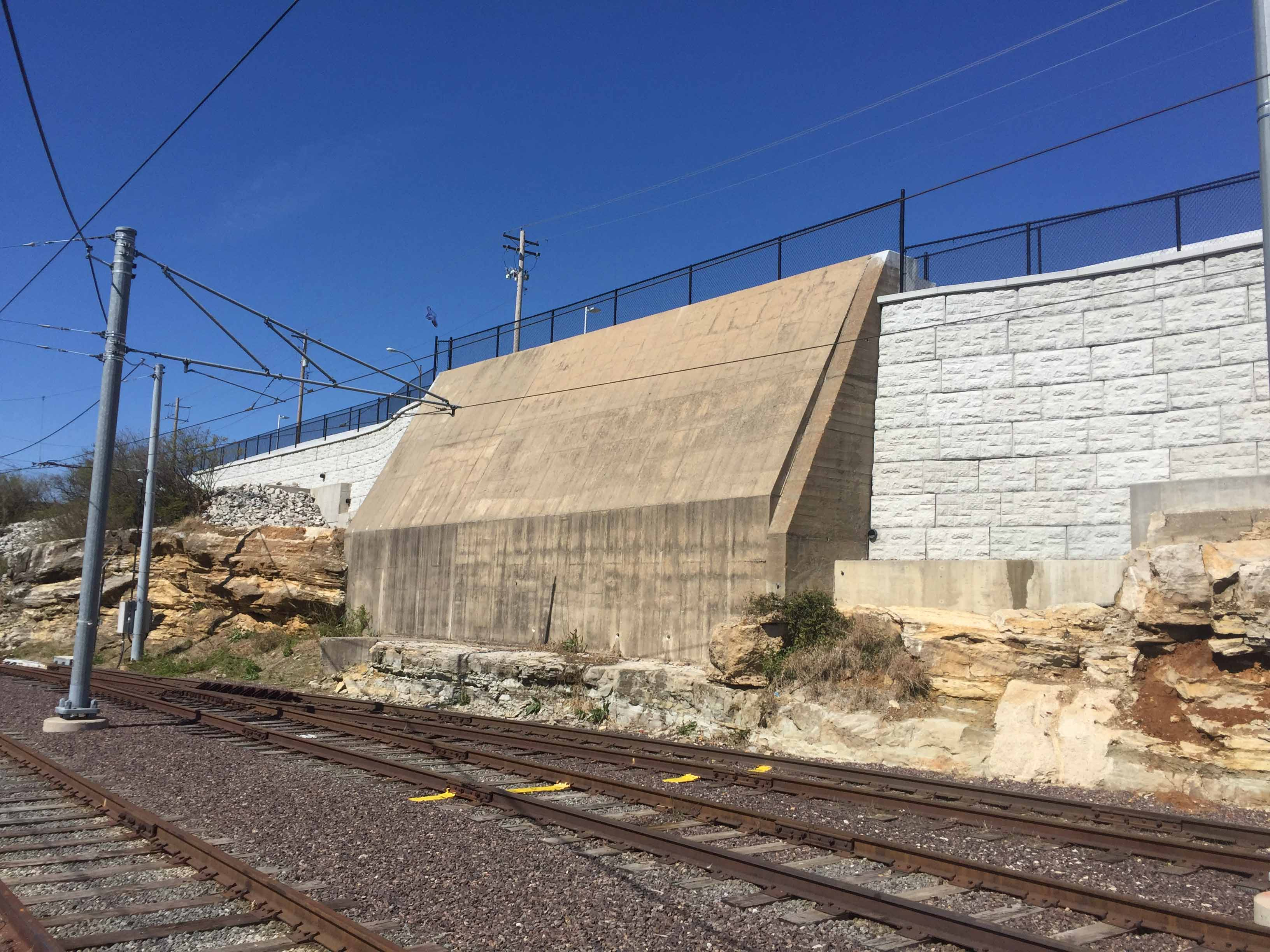 MaxumStone-castle-face-retaining-wall-abutment-in-st-louis-missouri