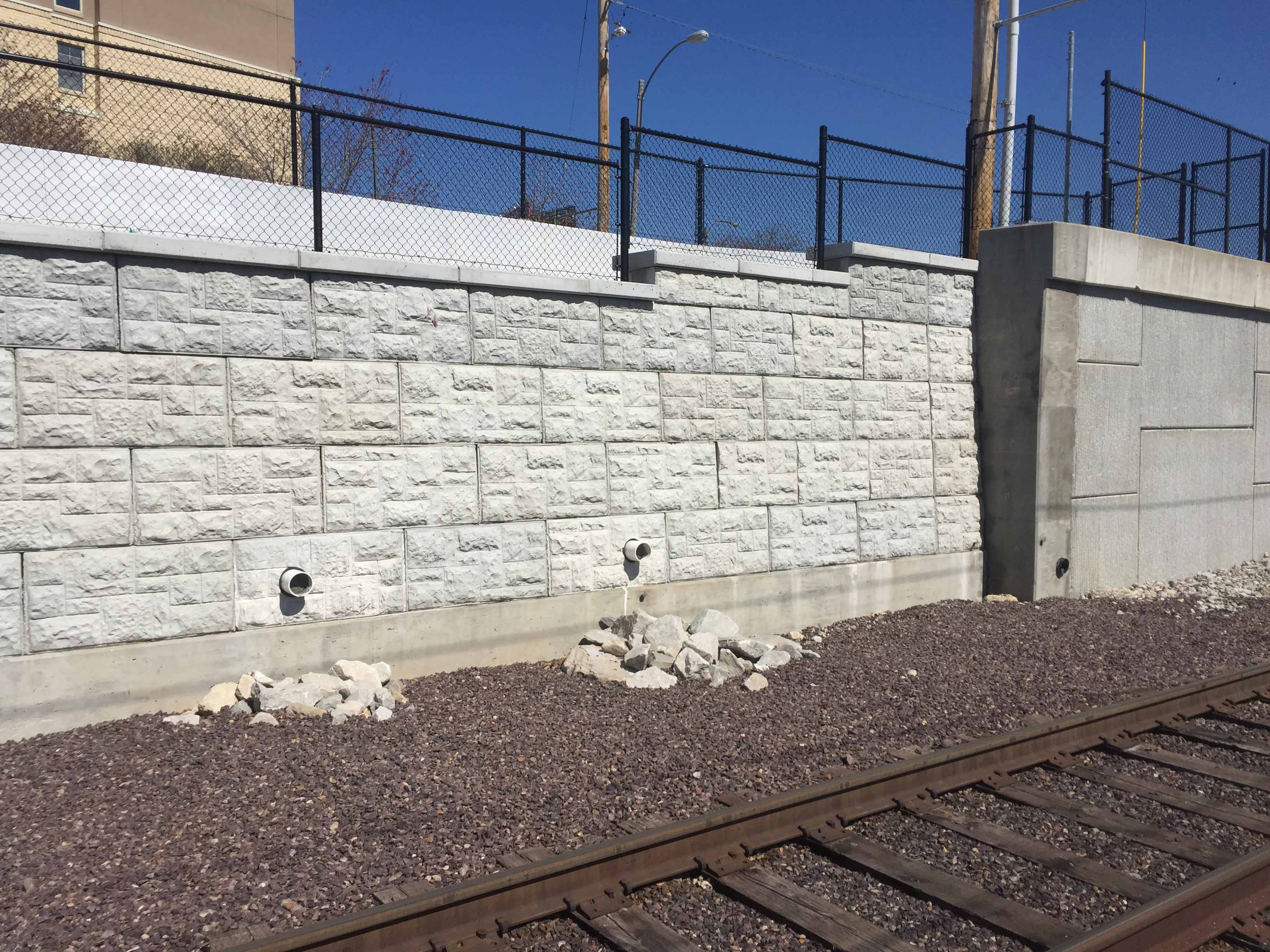 MaxumStone castle face retaining wall in st louis missouri with good drainage