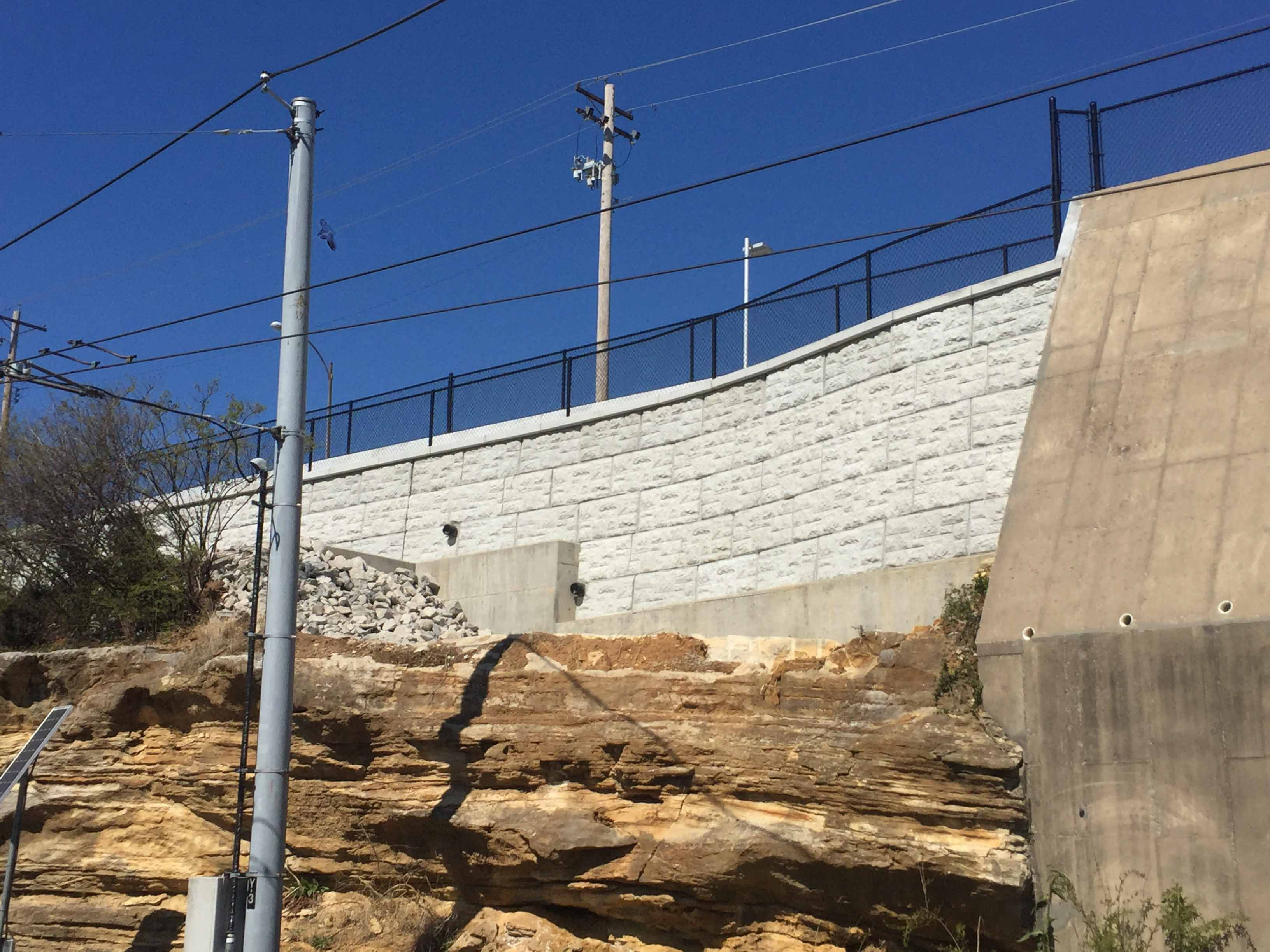 MaxumStone castle face retaining wall in st louis missouri with natural stone in front