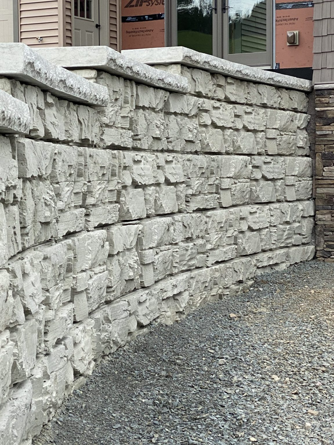Residential MaxumStone retaining wall showing natural ledge face texture