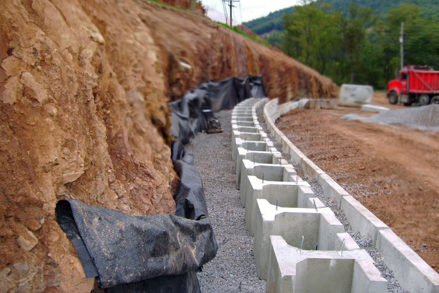gravity-retaining-wall-with-cut-backfill-zone-using-magnumstone-block