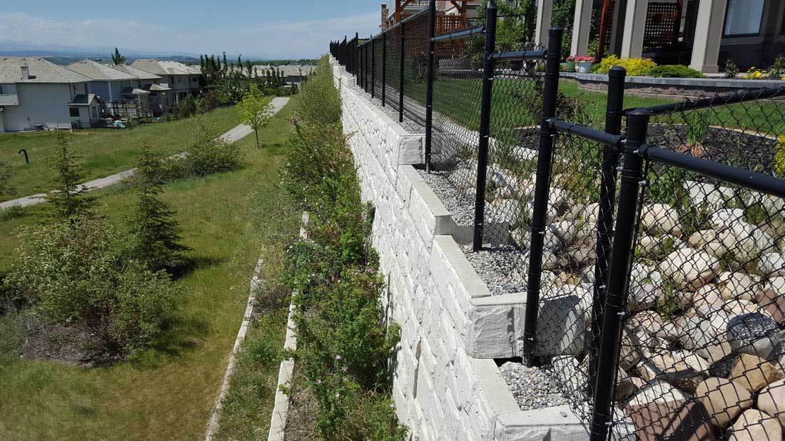MaxumStone Block Retaining Wall Field Face With Fence
