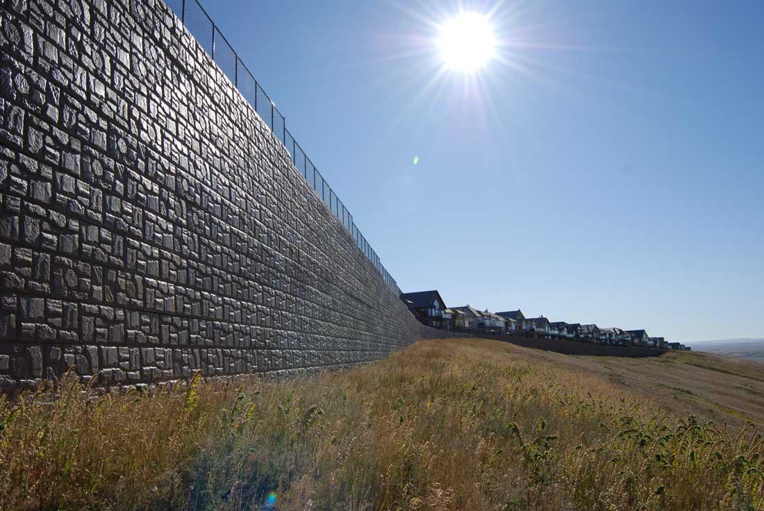 MaxumStone Block Retaining Wall Field Face Tall Wall