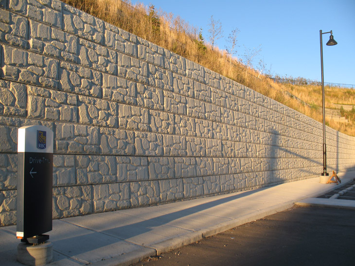 MaxumStone Block Retaining Wall Field Face