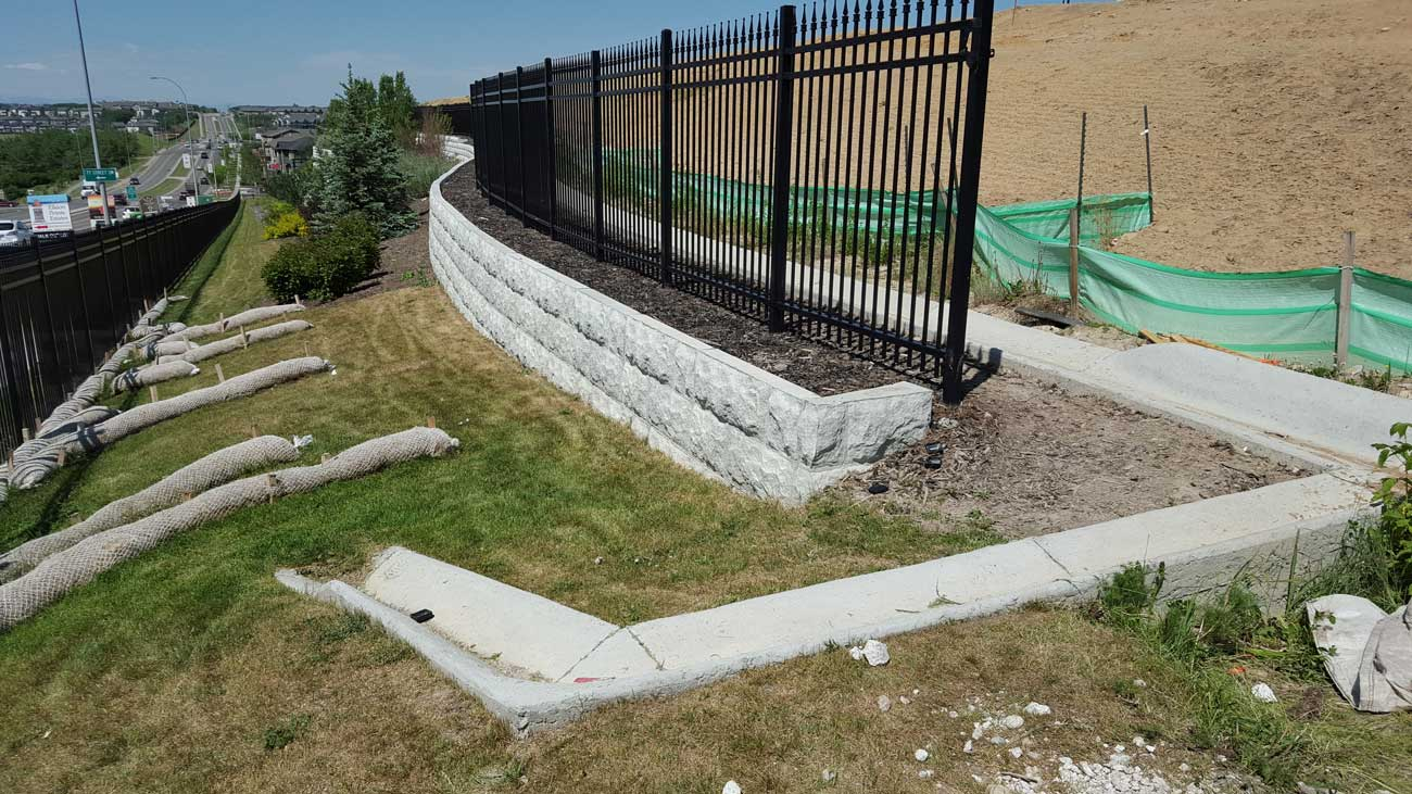 MaxumStone Block Retaining Wall Random Boulder Face Fence In Core