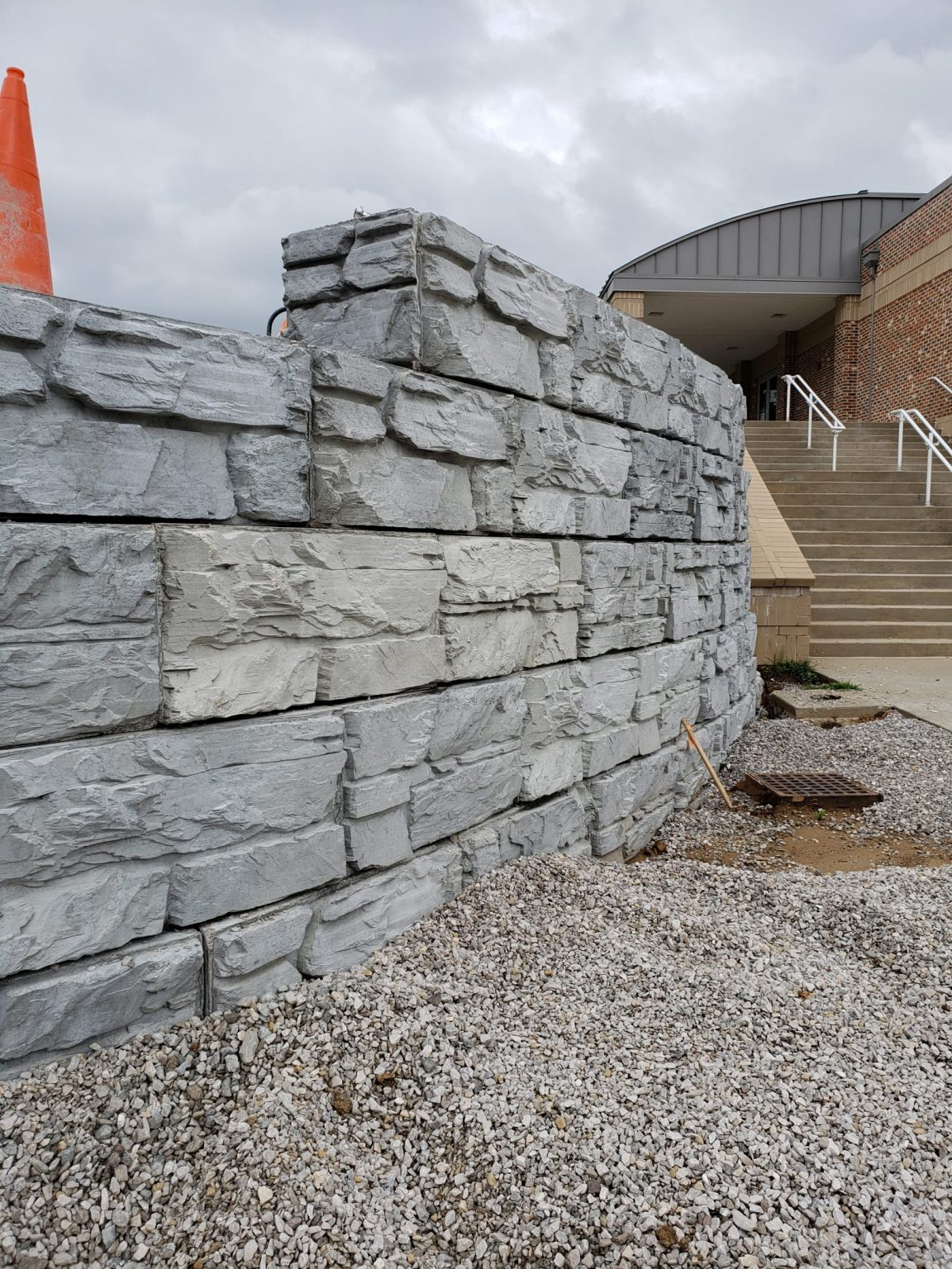 Curved MaxumStone wall with step-up feature at the top of the wall. Commercial retaining wall project.