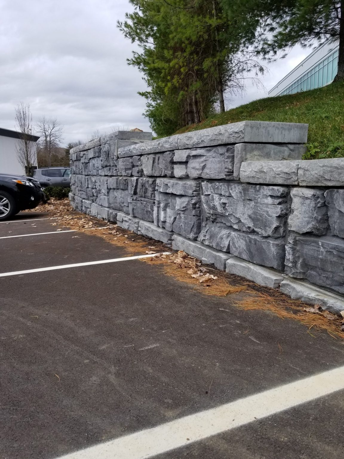 MaxumStone step-up wall showing half high end unit and cap units