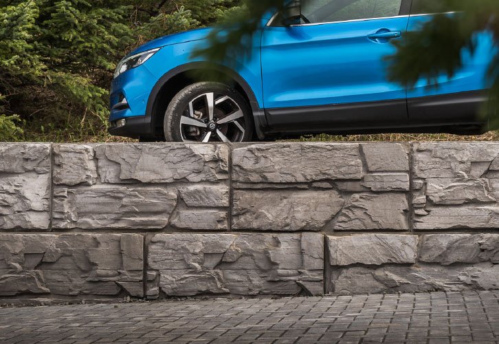 Close up of a 4 foot high Retaining Wall showcasing MaxumStone's beautiful Ledge Face texture