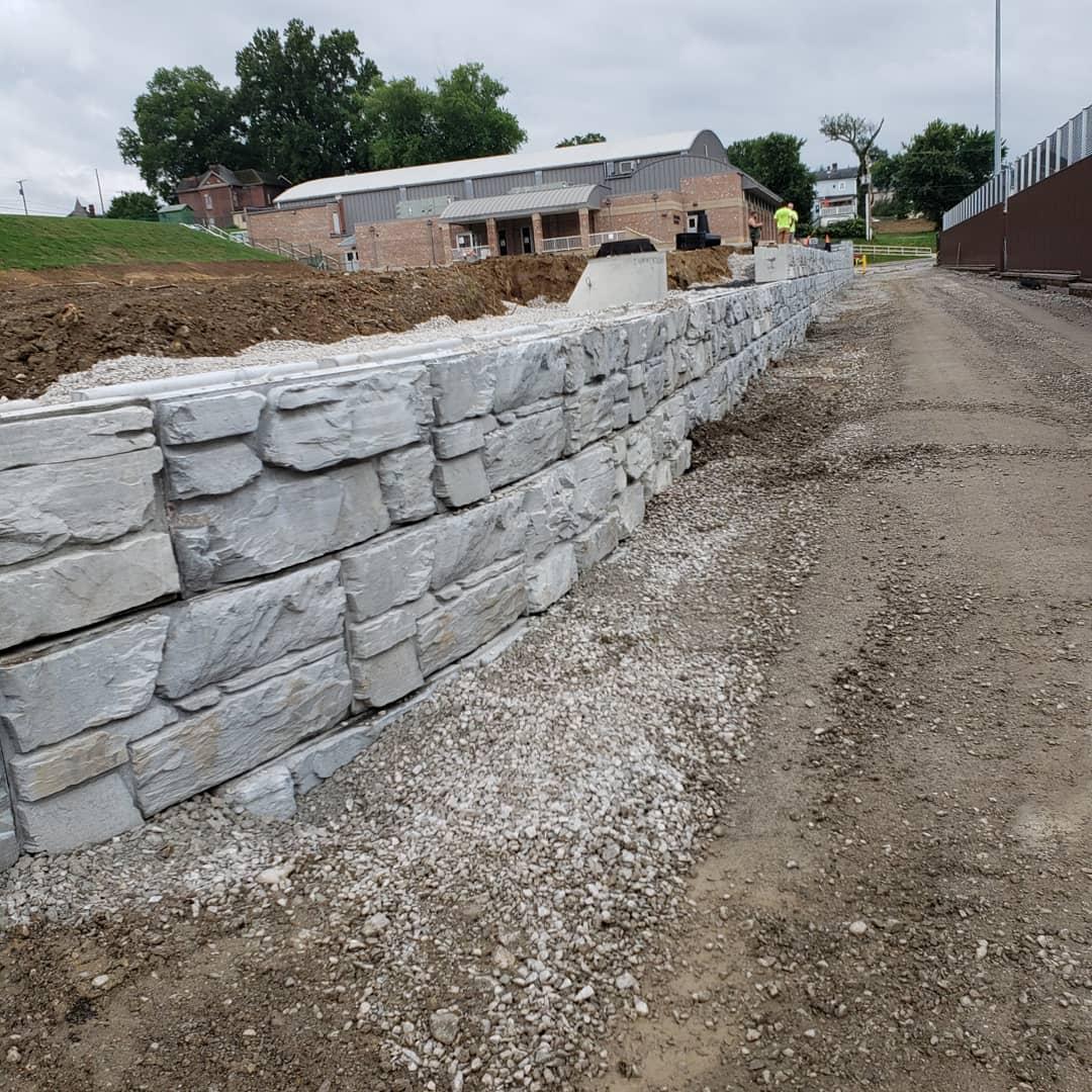 MaxumStone Block Ledge Face Retaining Wall Construction