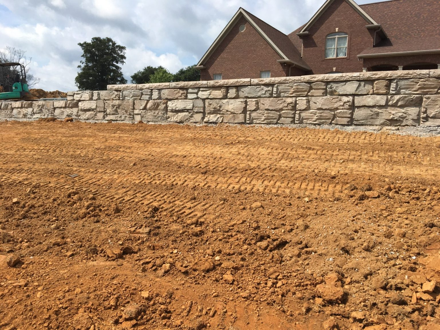 Residential MaxumStone Ledge Face Retaining Wall In Kentucky Installation