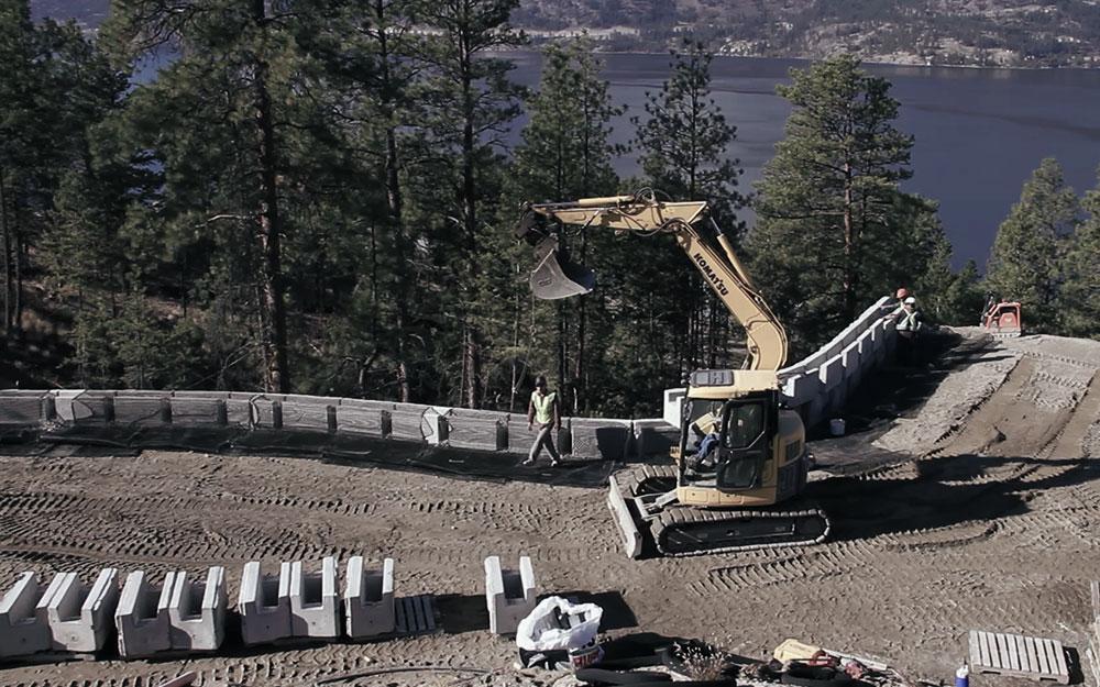 MaxumStone 40% faster retaining wall installation